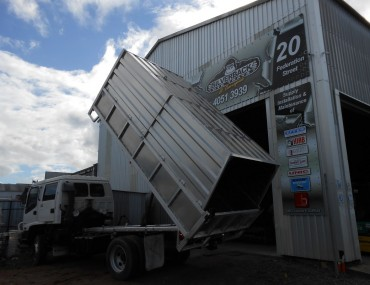 Alloy Tipper with Chip Bin-1066x800.jpg