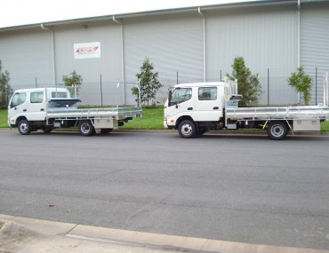 Douglas Shire Hino 300-716 crew (2)-1066x800.jpg