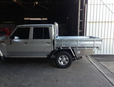 Landcruiser Gal with painted sides White (10).jpg