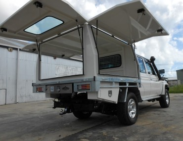 Alloy 3 door canopy- painted on DC Cruiser.jpg