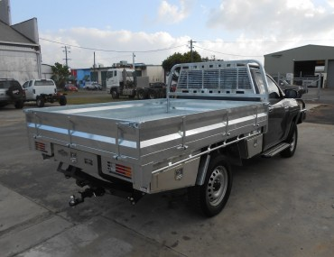 Single Cab Hilux gal - rear drawer WT and TB (2).jpg