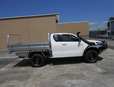 Alloy Tray on Extra Cab Hilux with rear load rack.jpg